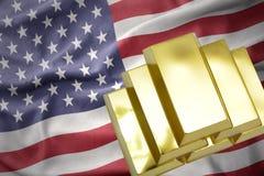 Lingotti dorati brillanti sulla bandiera degli Stati Uniti d'America Fotografia Stock