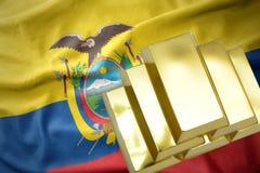 Lingotti dorati brillanti sulla bandiera dell'Ecuador Immagini Stock Libere da Diritti