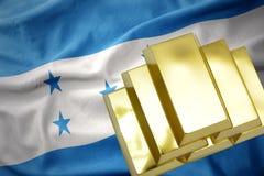Lingotti dorati brillanti sulla bandiera dell'Honduras Fotografie Stock Libere da Diritti