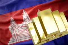 Lingotti dorati brillanti sulla bandiera della Cambogia Fotografia Stock