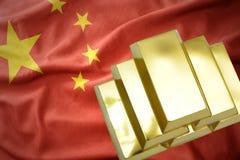Lingotti dorati brillanti sulla bandiera della porcellana Fotografie Stock Libere da Diritti