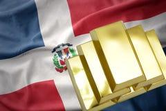 Lingotti dorati brillanti sulla bandiera della Repubblica dominicana Fotografia Stock