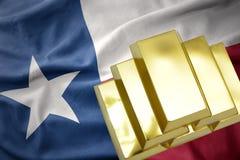 Lingotti dorati brillanti sulla bandiera dello stato del Texas Fotografia Stock Libera da Diritti
