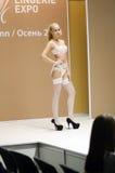 Lingrie de Moscou da expo de Lingrie do desfile de moda e Desire Sexy Traffic brancos do estoque Foto de Stock Royalty Free