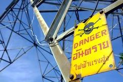 Lingua inglese e tailandese dell'etichetta di avvertimento fotografie stock libere da diritti