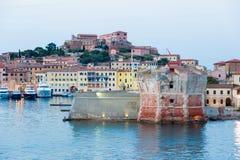 Linguella-Turm und Medicean-Hafen von Portoferraio, Italien stockfoto