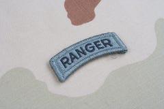 Linguetta del guardia forestale dell'ESERCITO AMERICANO sull'uniforme del cammuffamento Fotografie Stock Libere da Diritti