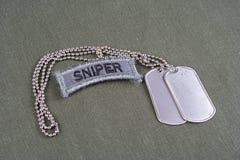 Linguetta del tiratore franco dell'ESERCITO AMERICANO con la medaglietta per cani Fotografia Stock Libera da Diritti