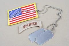 Linguetta del tiratore franco dell'ESERCITO AMERICANO con la toppa della bandiera e della medaglietta per cani Immagini Stock Libere da Diritti