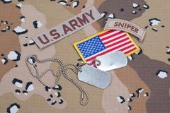 Linguetta del tiratore franco dell'ESERCITO AMERICANO con le medagliette per cani in bianco Fotografia Stock Libera da Diritti