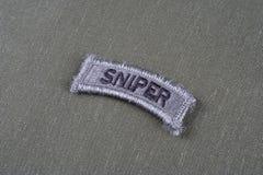 Linguetta del tiratore franco dell'ESERCITO AMERICANO sull'uniforme di verde verde oliva Fotografie Stock