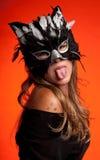 Linguetta della donna del gatto Fotografie Stock Libere da Diritti