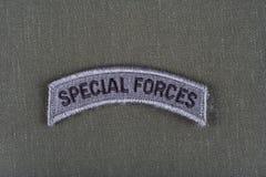 Linguetta delle forze speciali dell'ESERCITO AMERICANO sull'uniforme di verde verde oliva Fotografie Stock Libere da Diritti