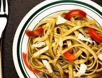 Linguine auf Plättchen mit Olive Oil Stockfoto