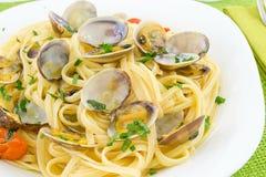 Linguine con i molluschi fotografie stock