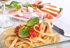 Linguine con la salsa de tomate Foto de archivo libre de regalías