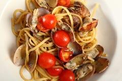 Linguine con las almejas y los tomates Foto de archivo
