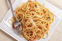 Linguine with tomato and garlic from above Stock Images