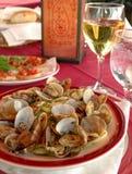 Linguini e molluschi immagini stock