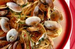 Linguini en tweekleppige schelpdieren stock foto