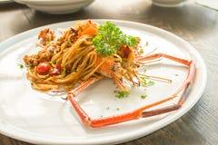 linguni用在resturent的桌上的大虾 库存图片