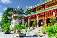 Linh Ung塔的美丽的景色蓝天背景的 图库摄影