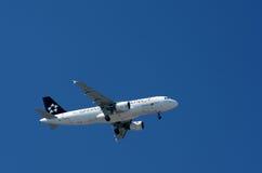 Linha aérea de Portugal da aliança da estrela - plano Fotos de Stock Royalty Free