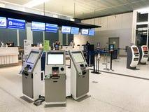 A linha aérea verifica dentro em Charleston International Airport Imagens de Stock