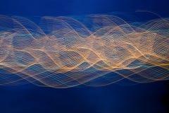 Linha abstrata da onda clara da noite fotos de stock