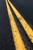 Linha amarela dobro Fotografia de Stock