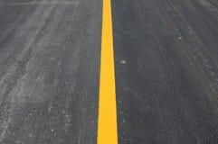 Linha amarela na estrada Foto de Stock Royalty Free