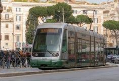 Linha 8 bonde que move-se em Roma Imagens de Stock Royalty Free