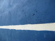 Linha branca em um muro de cimento Fotografia de Stock