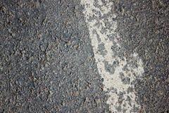 Linha branca no asfalto velho Foto de Stock