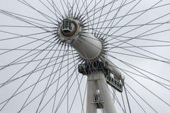 Linha central do close up do olho de Londres da rotação em Londres, Inglaterra foto de stock