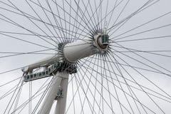 Linha central do close up do olho de Londres da rotação em Londres, Inglaterra fotografia de stock royalty free