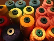 Linha colorida para a matéria têxtil imagens de stock