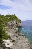 Linha costeira bonita do verão fotos de stock