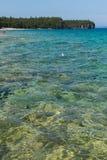 Linha costeira de Bruce Peninsula no parque nacional Ontário o do lago cyprus imagens de stock