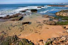 Linha costeira de Oceano Atlântico em Estoril Imagem de Stock