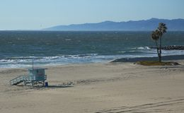 Linha costeira de uma praia vazia Imagens de Stock Royalty Free