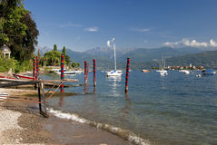 Linha costeira do maggiore do lago, stressa, italy foto de stock royalty free