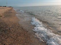 Linha costeira no por do sol foto de stock