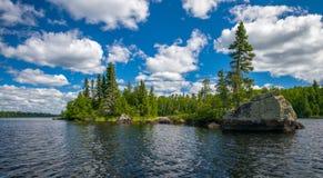 Linha costeira rochosa, lago do sawbill, bwcaw Imagem de Stock
