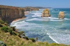 Linha costeira rochosa na grande estrada do oceano, Austrália Imagem de Stock