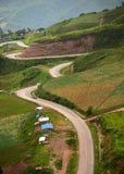 Linha da estrada de montanha verde Foto de Stock Royalty Free