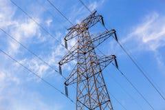 A linha de alta tensão torre do ferro Foto de Stock Royalty Free