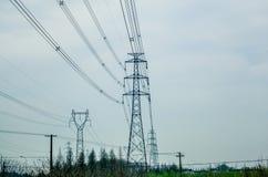 A linha de alta tensão torre do ferro Fotografia de Stock