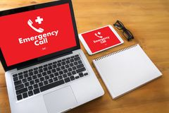 Linha de apoio ao cliente acidental urgente do serviço do centro de atendimento da emergência médica Imagens de Stock Royalty Free