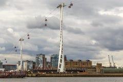 Linha de ar dos emirados do teleférico, Londres imagem de stock